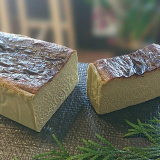 ピスタチオのバスク風チーズケーキ