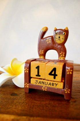 ネコのカレンダー(キューブタイプ 赤茶猫タイプ)