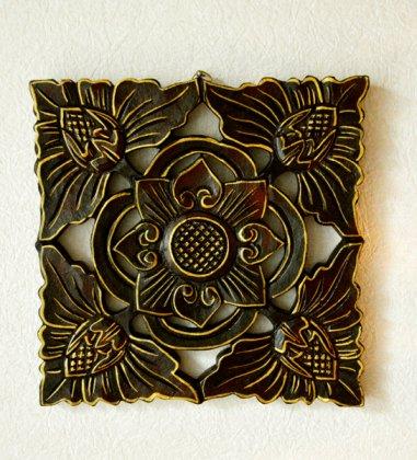 バリ島のウッドレリーフ 20×20(お花柄/ゴールド&ブラウン)