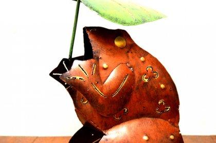 アイアンカエルの葉っぱ持ちオブジェ(アウトレット商品)
