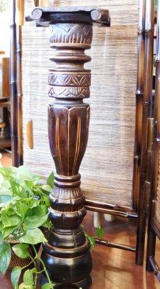 ロンボク彫刻花台