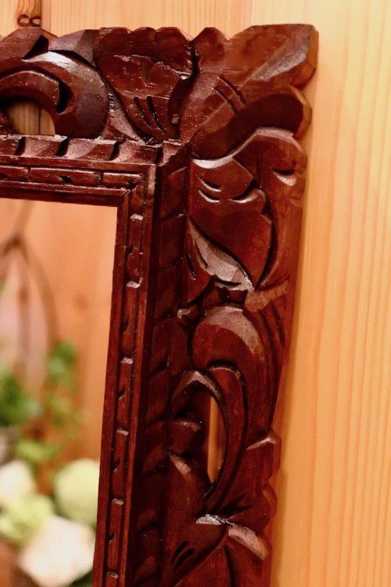 バリ島のボタニカル彫刻ミラー