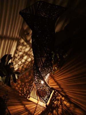 【9月中旬入荷予定】アタとラタンのネジレランプ Lサイズ(花台付)