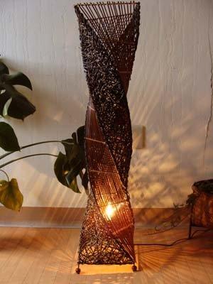 アタとラタンのネジレランプ Lサイズ(花台付)