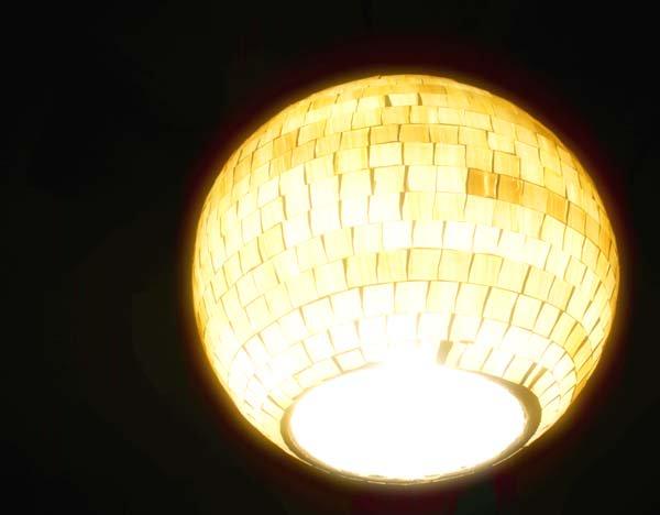 モザイクガラスボールペンダントライト(ホワイト)