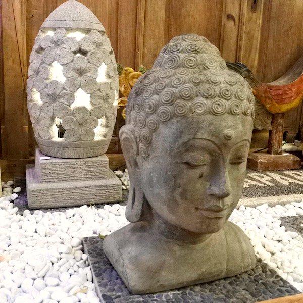 ブッダの石像