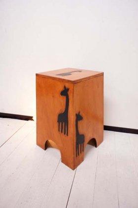 キリンの収納スツール