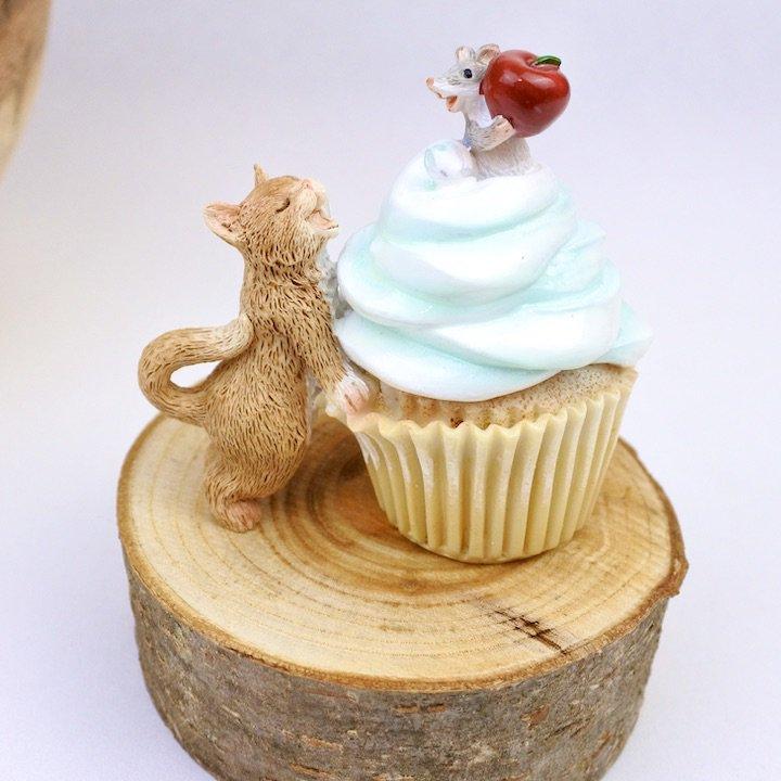 カップケーキとネコとネズミ