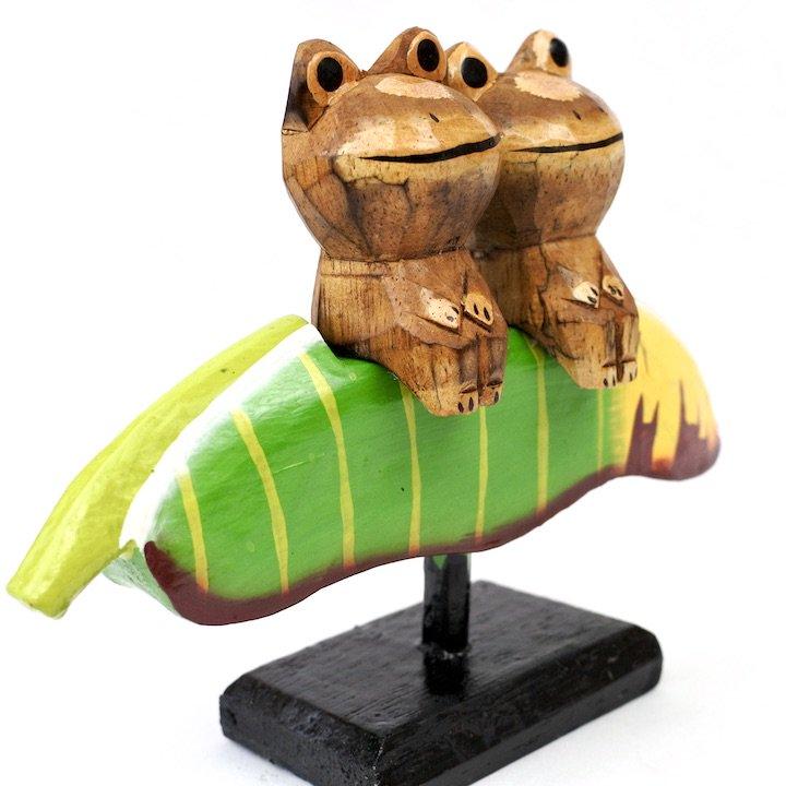 バナナリーフに乗ったペアカエル
