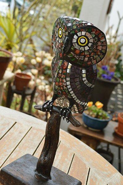 枝乗りモザイクガラスのフクロウさん