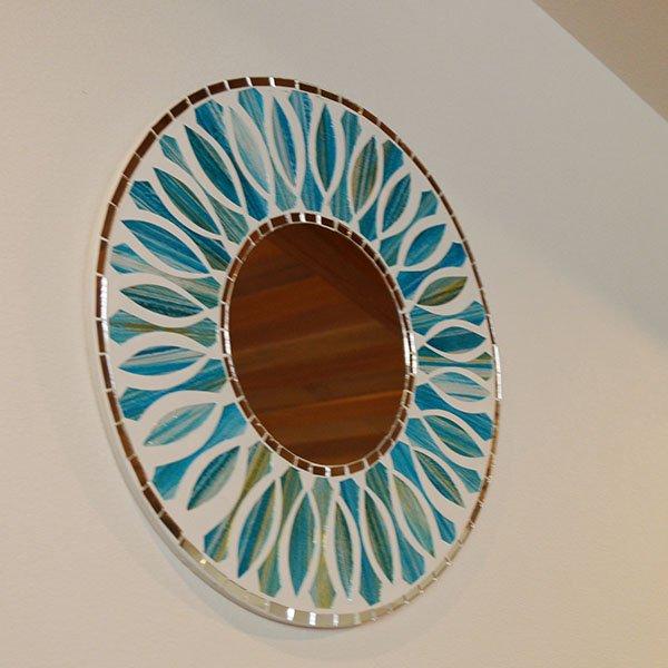 【9月下旬入荷予定】モザイクガラスの壁掛けミラー(ラウンド40�・花柄ブルー)
