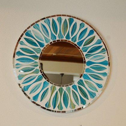 モザイクガラスの壁掛けミラー(ラウンド40�・花柄ブルー)