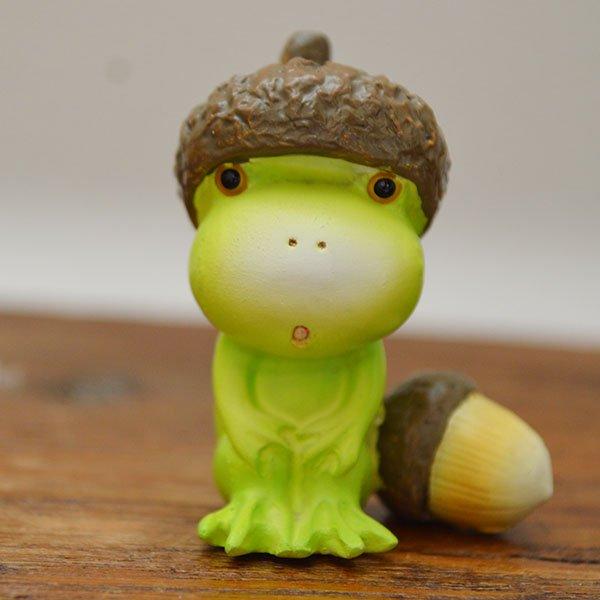 どんぐり帽子のカエルくん