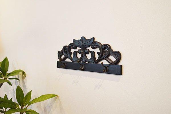 バリ島のレリーフ彫刻ハンガーラックB(50� 3個フック真鍮タイプ)