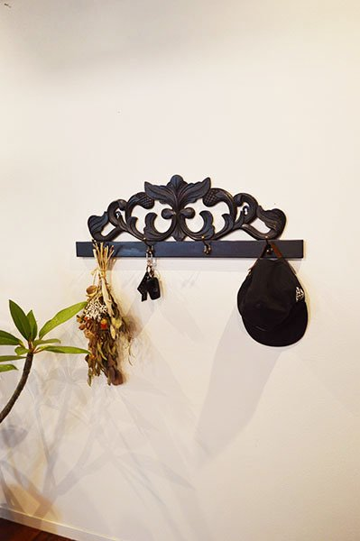 バリ島のレリーフ彫刻ハンガーラックL(75� 4個フック真鍮タイプ)