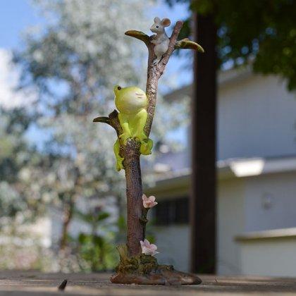 木登りカエルとネズミ