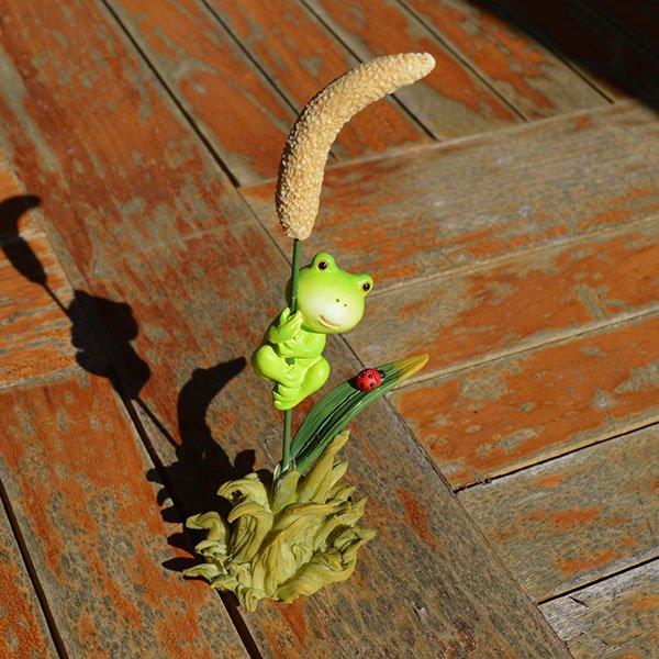 稲登りカエルとてんとう虫