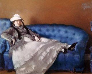 青いソファのマネ夫人