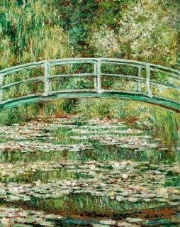 睡蓮の池にかかる橋