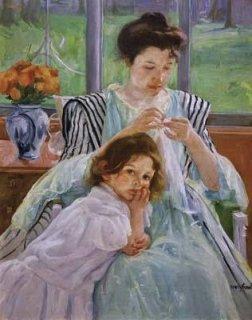 縫い物をする若い母親