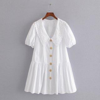 ボタンが可愛い♪真っ白な襟ワンピース