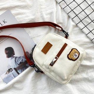 クマさんのクラシカルデザインなショルダーバッグ(全4色)