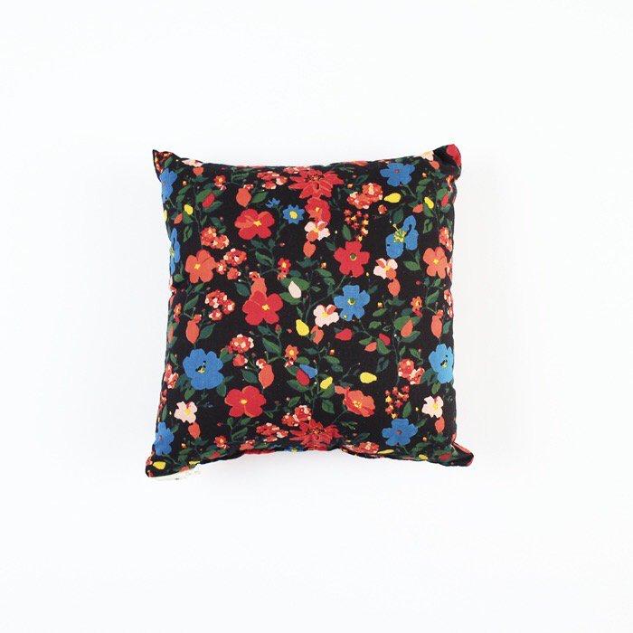 Cushion/Grey flowers(中芯込)