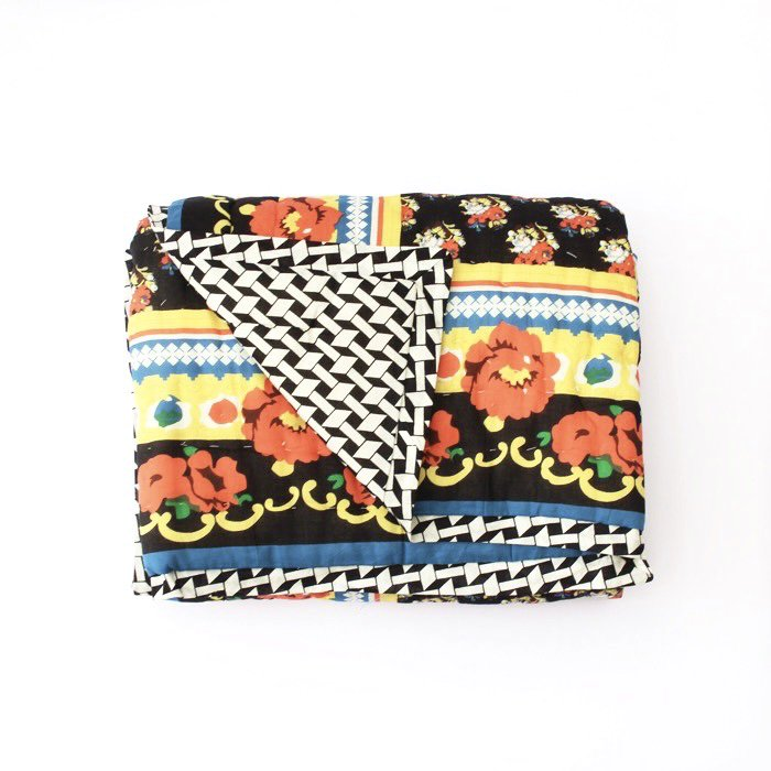 <img class='new_mark_img1' src='https://img.shop-pro.jp/img/new/icons8.gif' style='border:none;display:inline;margin:0px;padding:0px;width:auto;' />Quilt spred/Russion Flowers Sarong