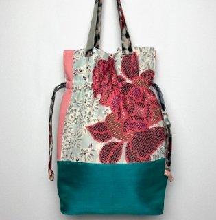 【着物・帯・襦袢リメイク】巾着トートバッグ/淡いブルー地にピンク花・グリーン帯地・銘仙