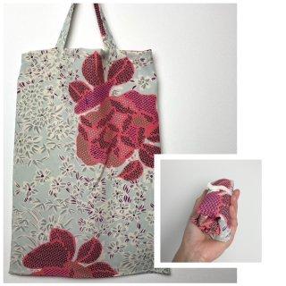 小さくたためてコンパクトに収納!B4サイズ対応エコバッグ・サブバッグ/着物リメイク/淡いブルーにピンク花