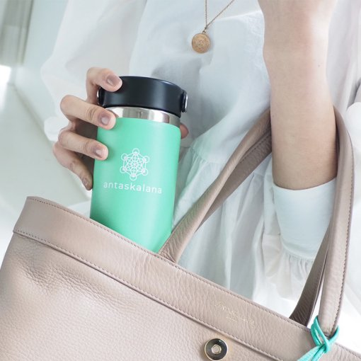 ANTASKALANA JAPAN<br>×<br>Hydro Flask<br>コラボレーションボトル<img class='new_mark_img2' src='https://img.shop-pro.jp/img/new/icons1.gif' style='border:none;display:inline;margin:0px;padding:0px;width:auto;' />