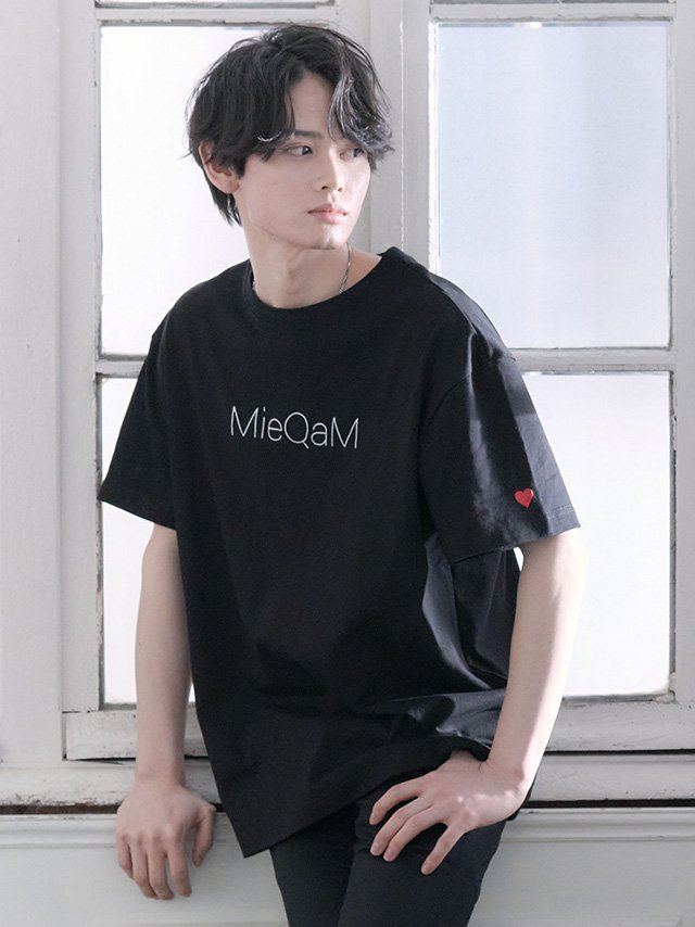<img class='new_mark_img1' src='https://img.shop-pro.jp/img/new/icons28.gif' style='border:none;display:inline;margin:0px;padding:0px;width:auto;' />MieQaMロゴTシャツ-ブラック(メンズ|ユニセックス) ※5/11(火)23:59まで受注予約受付