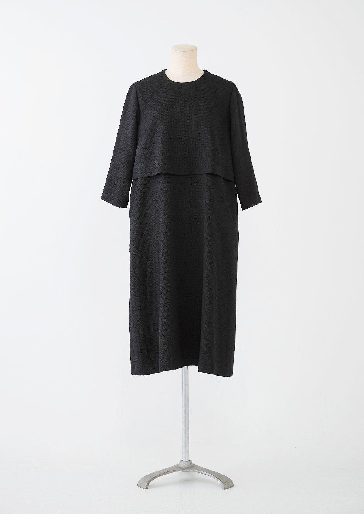 ブラックケープドレス