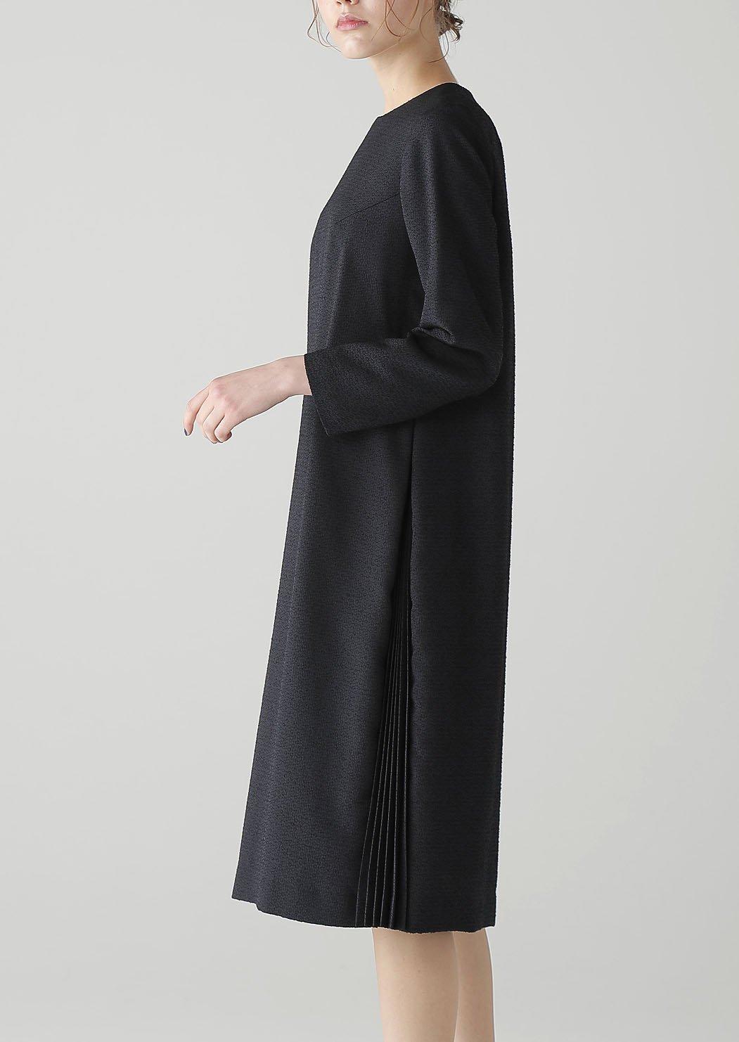 ブラックサイドプリーツドレス
