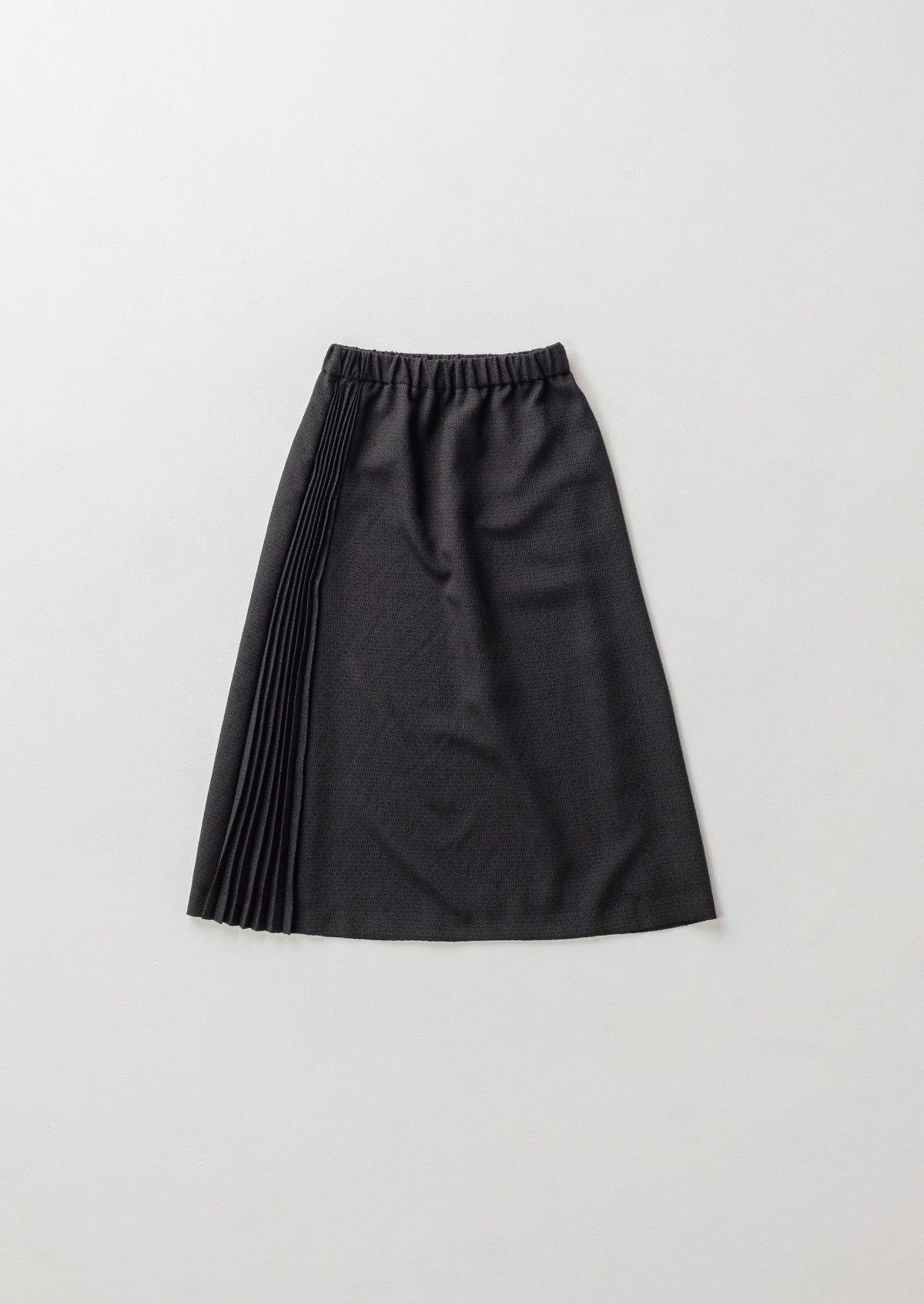ブラックサイドプリーツスカート