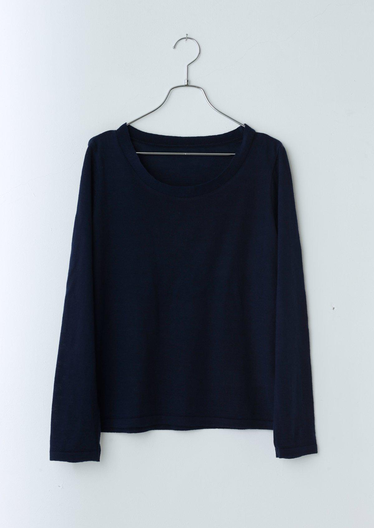 ラウンドネックセーター