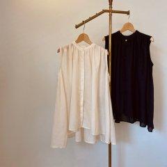 SELECT gather box nosleeve blouse