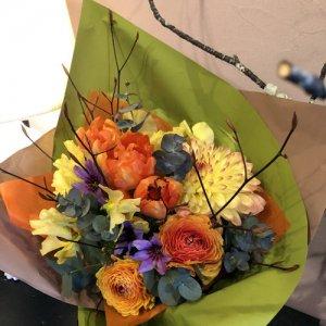 静岡の花屋 ももはな 季節の花でお任せ花束 bouquet bright 3000円~
