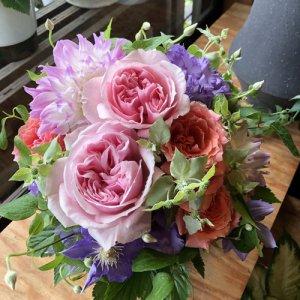 静岡の花屋 ももはな 季節の花でお任せアレンジメント arrangement cute 3500円~