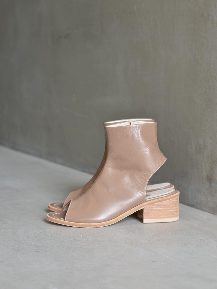 PETROSOLAUM Side Zip Boots Sandal(Beige)