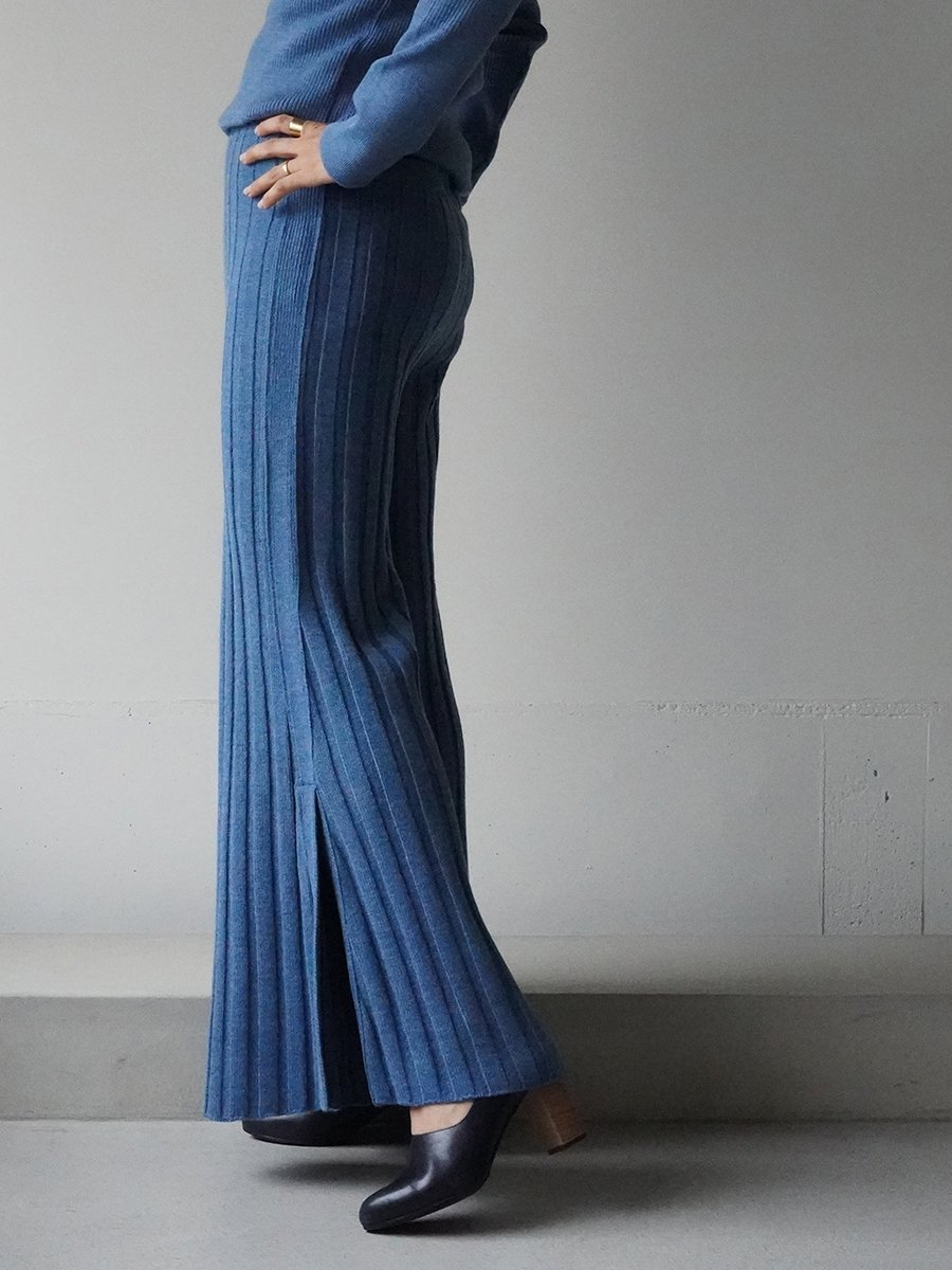 AKIRA NAKA Lupe side slit flare knit Pants