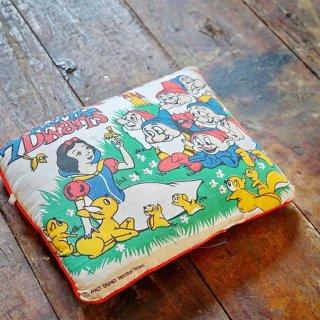 ヴィンテージ白雪姫&七人の小人のピロークッション