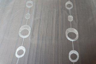 【生地】端切れ*ポップな丸い模様 刺繍 シフォン 布地 カーテン 70cm×280cm 白 輸入生地
