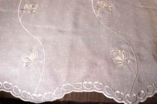 【生地】端切れ*蔓薔薇コード刺繍 布地 幅70〜100cm×丈274cm 白 輸入生地