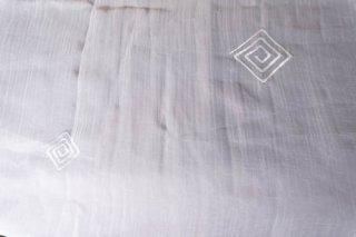 【生地】四角い渦巻き模様 薄手 布地 135cm×198cm 白 輸入生地