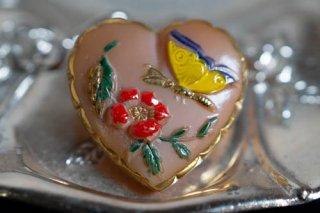 【ボタン】チェコ ヴィンテージ ガラスボタン 花と蝶 ピンクのハート