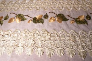 【生地】金色のドングリ模様 裾レース 布地  大きめ 290cm×260cm 高級輸入生地