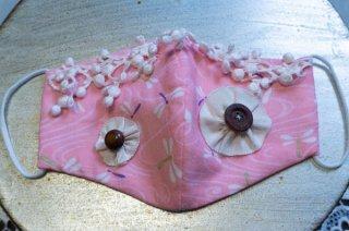【マスク】ピンク地の蜻蛉柄にレースと木のボタン