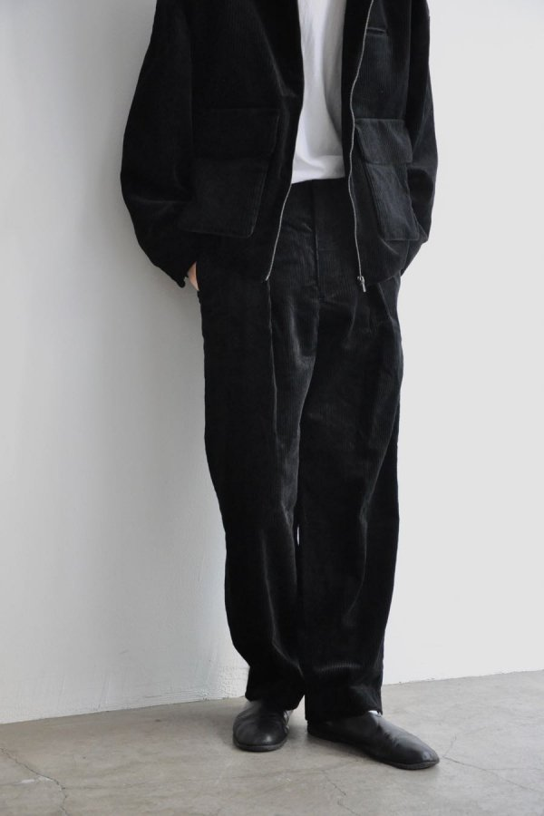ETHOSENS / TUCKED SLACKS/ BLACK