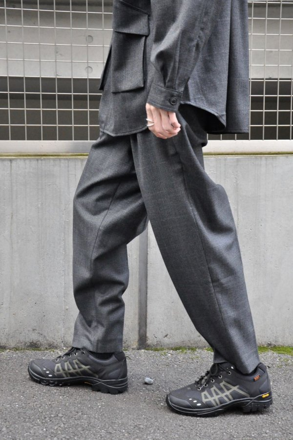 LOWNN / Neo Pleated wide trousers / Dark Grey check